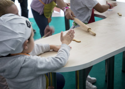 Muchos participantes en los talleres para niños