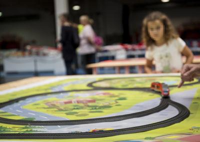 Los niños jugando con los trenes de Märklin
