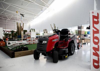 Zona expositiva con productos pensados para el jardín. Progando