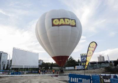 El globo de aire caliente con vuelo cautivo