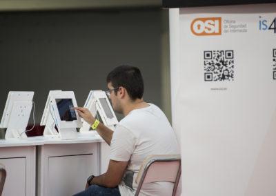 El uso de las tablets hoy es una constante, taller de ciber seguridad