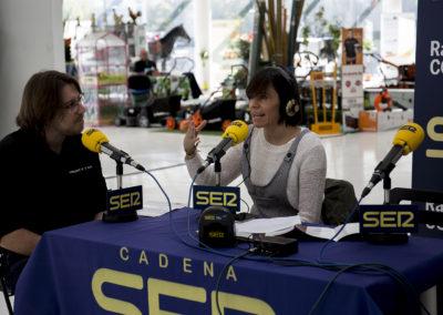 Entrevista a un miembro de la organización por la periodista de la Cadena Ser Tema Chacón